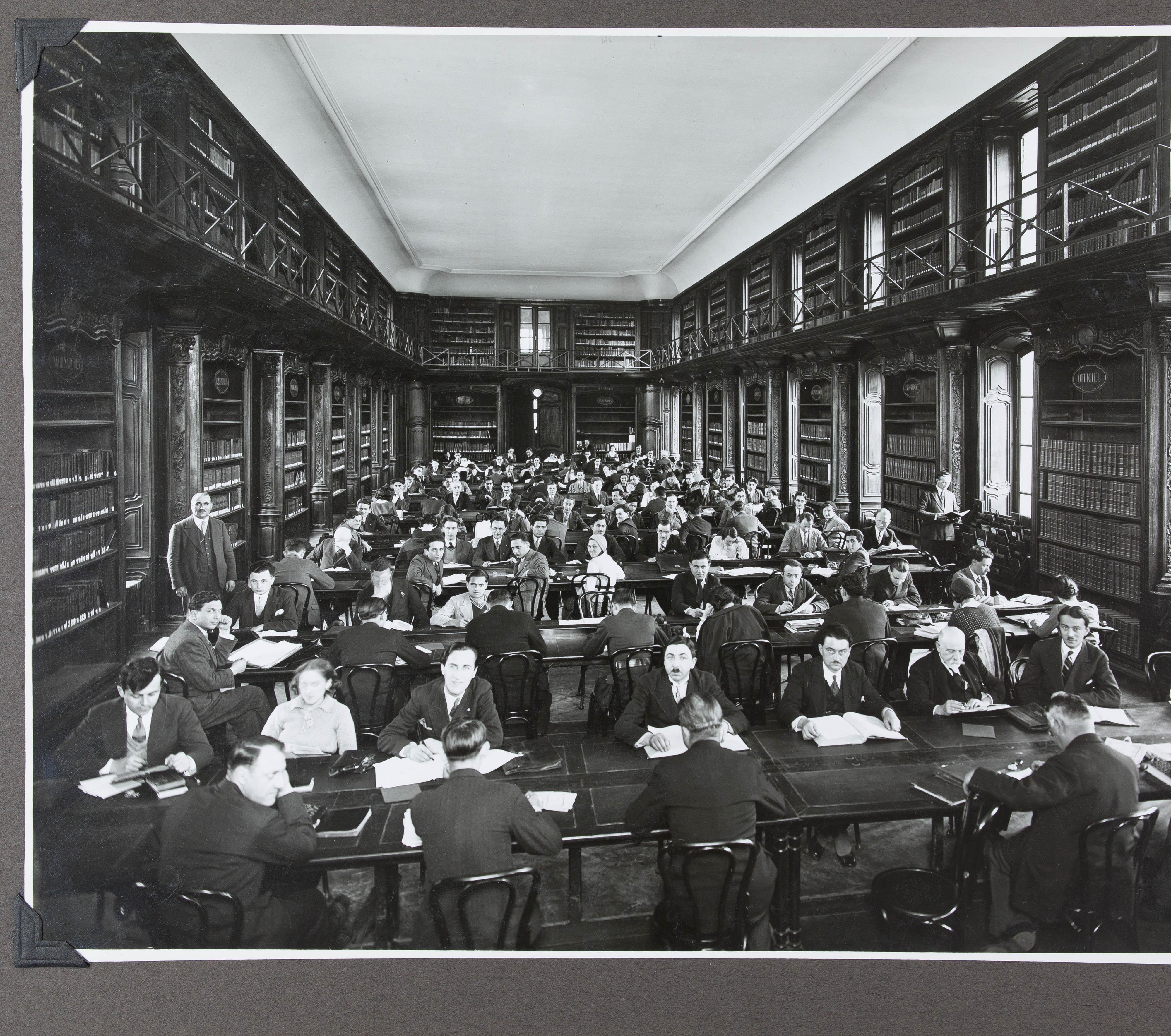 Contenu du Vue de la salle de lecture, avril 1932