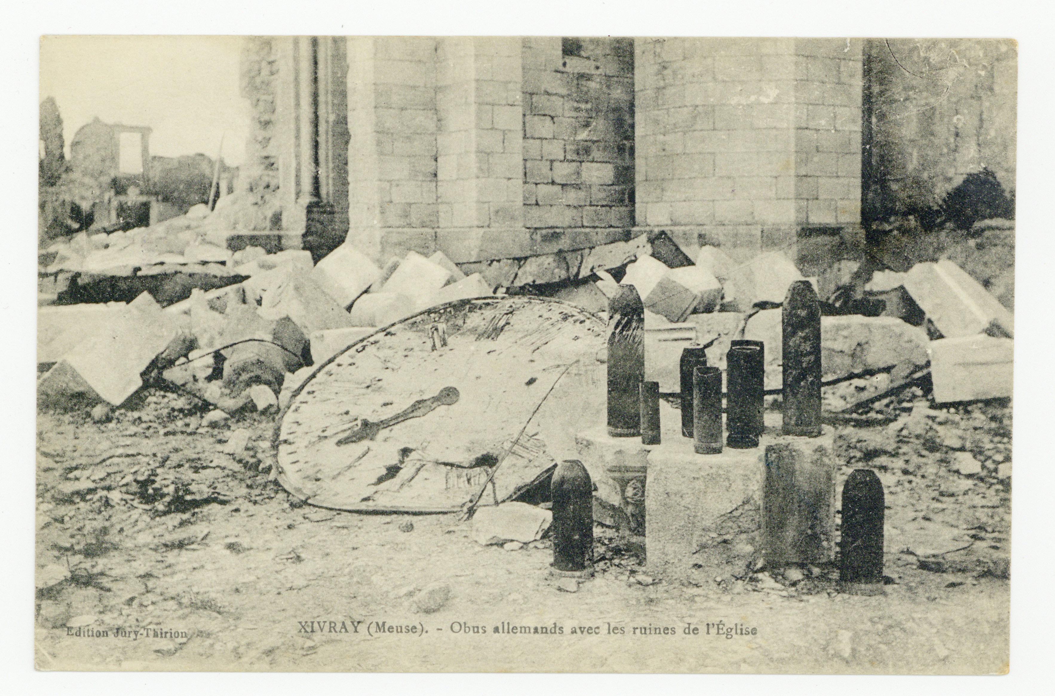 Contenu du Xivray (Meuse). Obus allemand avec les ruines de l'Église