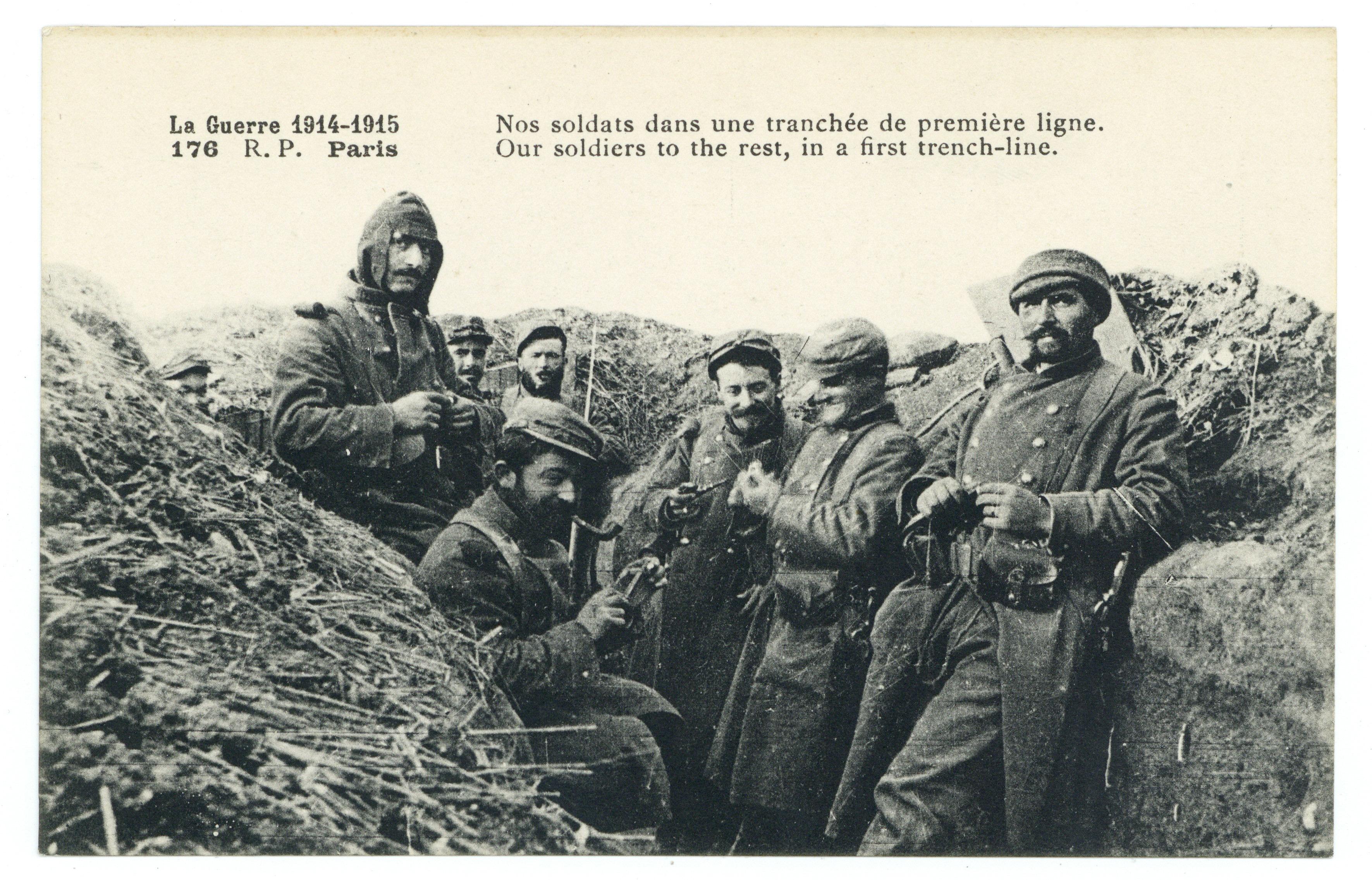 Contenu du Nos soldats dans une tranchée de première ligne. Our soldiers to the reste, in a first trench-line. La Guerre 1914-1915