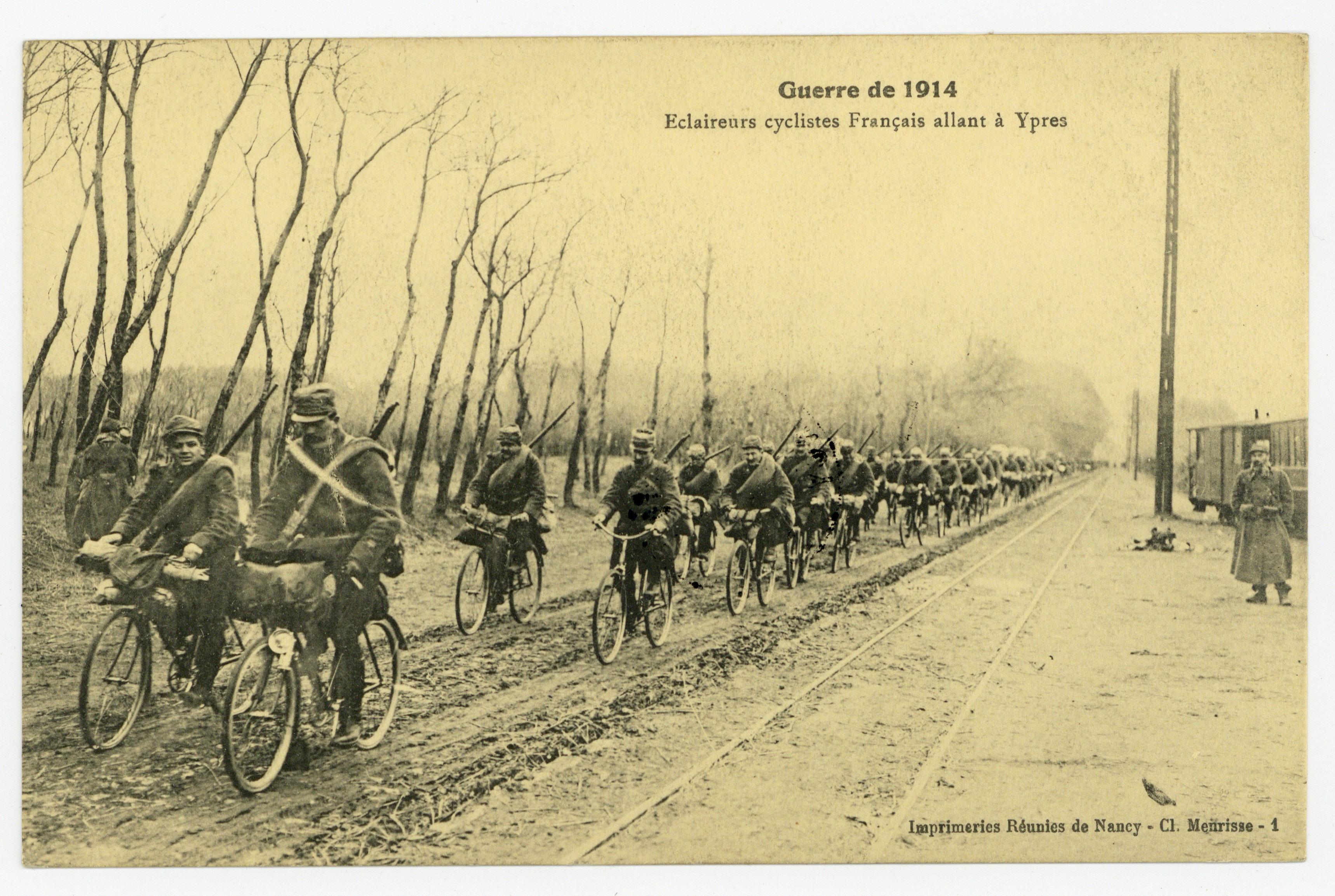 Contenu du Éclaireurs cyclistes Français allant à Ypres, guerre de 1914