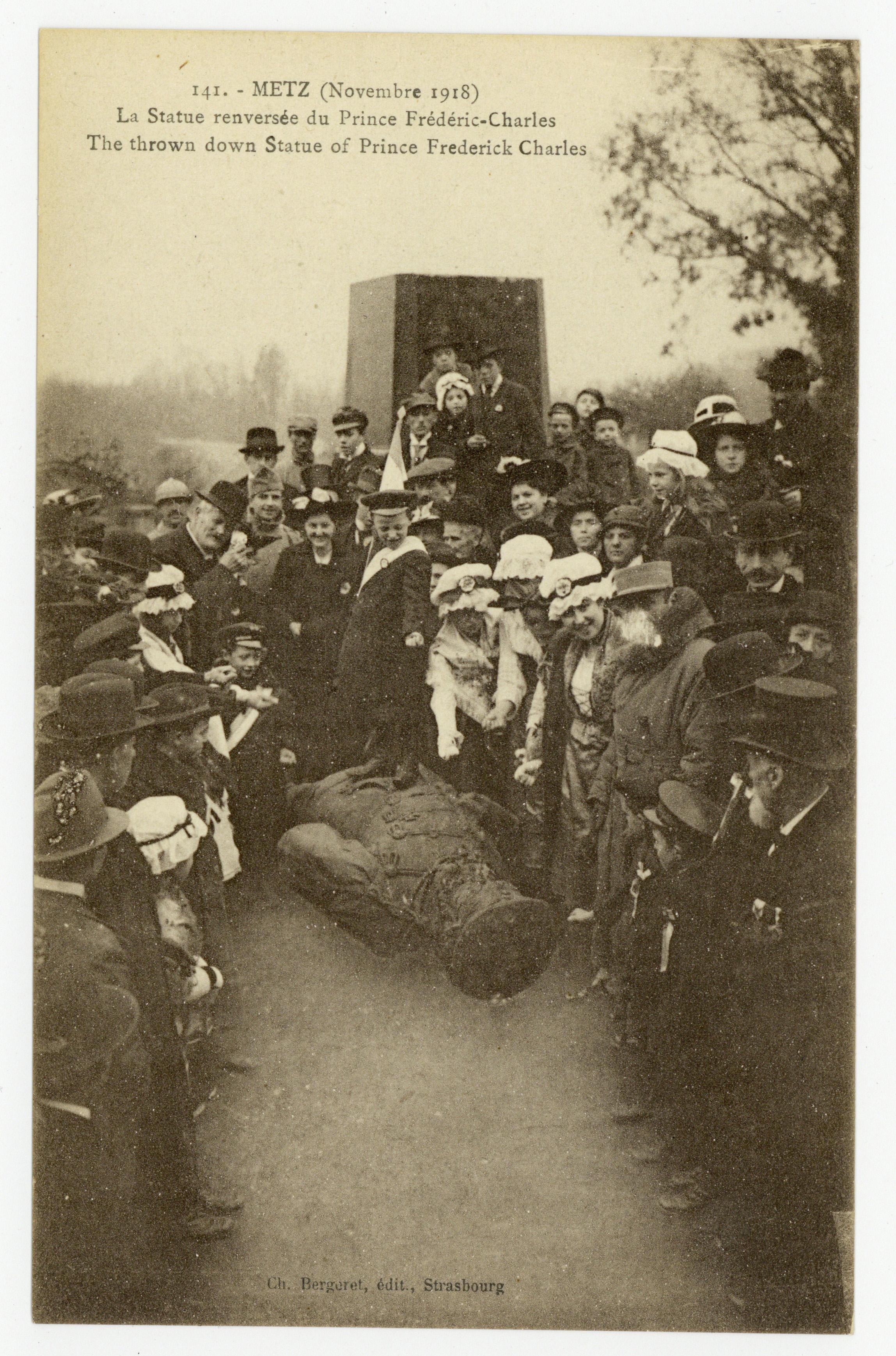 Contenu du Metz (Novembre 1918) : la Statue renversée du Prince Frédéric-Charles. The thrown down Statue of Prince Frederik Charles
