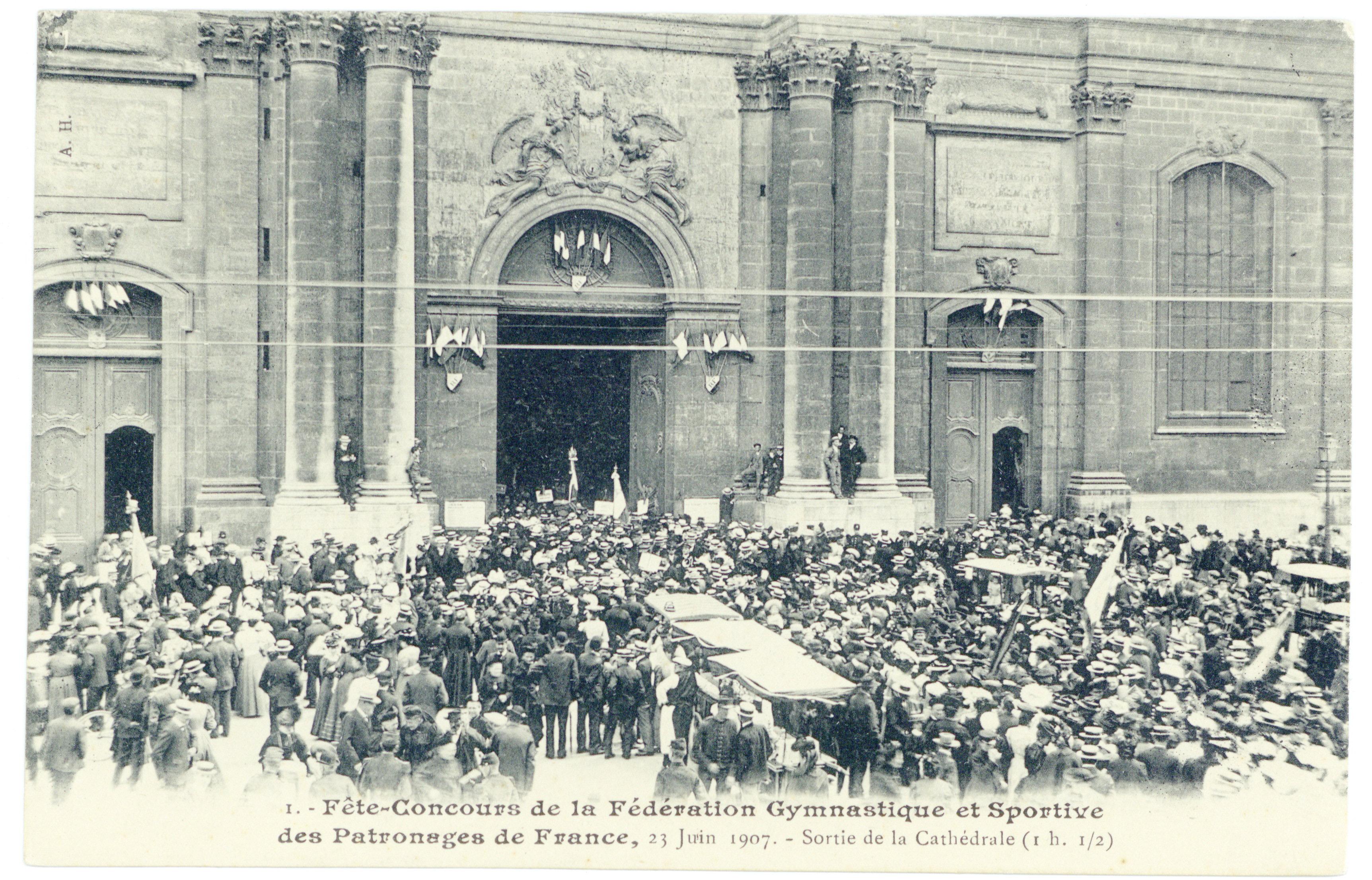 Contenu du Fête-Concours de la Fédération Gymnastique et Sportive des patronages de France, 23 juin 1907. Sortie de la cathédrale (1h. 1/2)