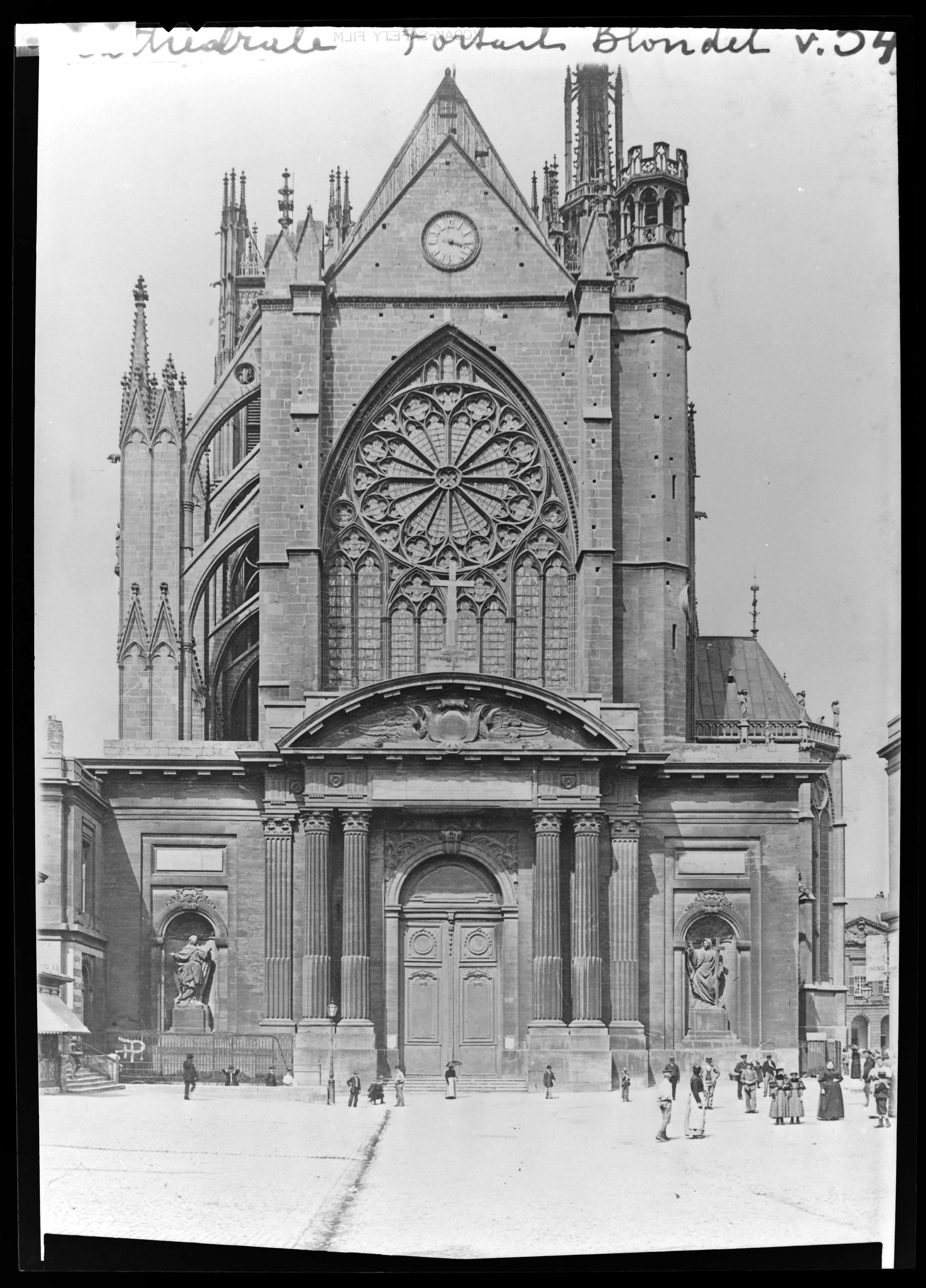 Contenu du Le portail de Blondel, 1895