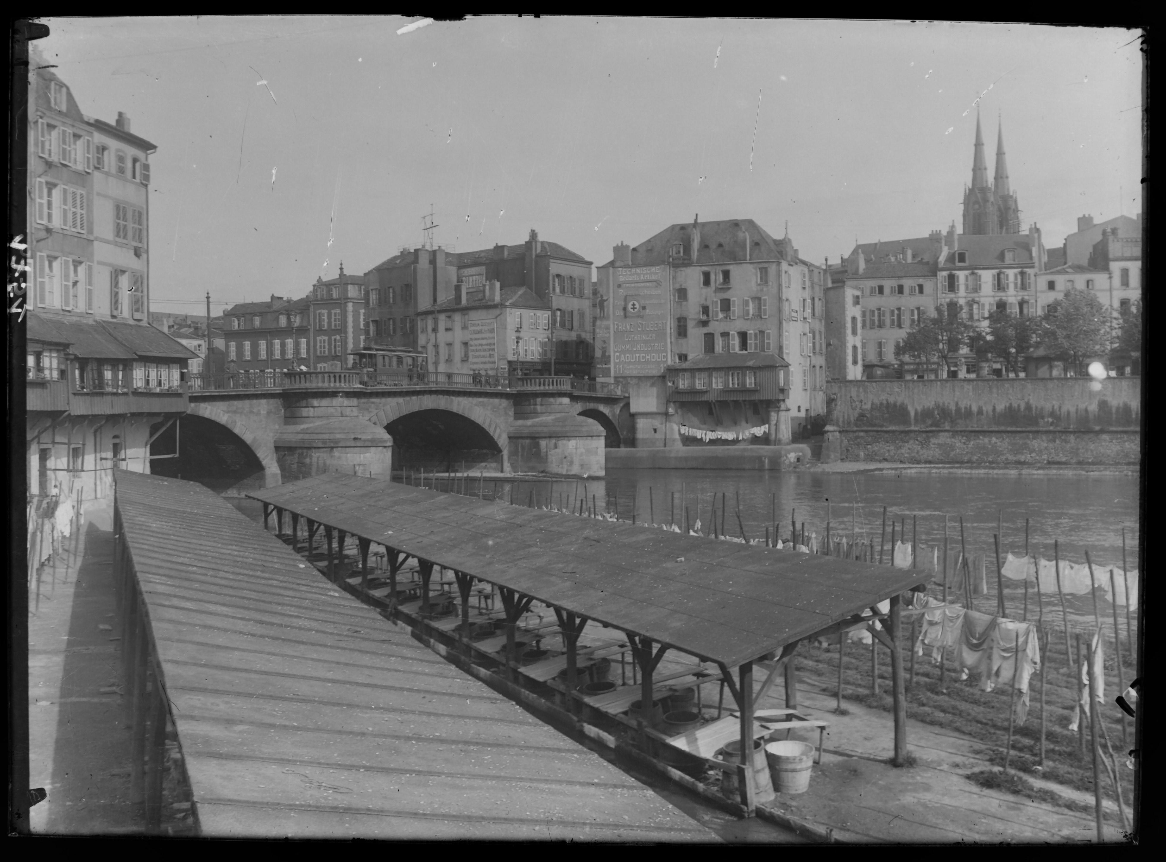 Contenu du Les lavoirs du Pontiffroy et le pont Saint-Georges