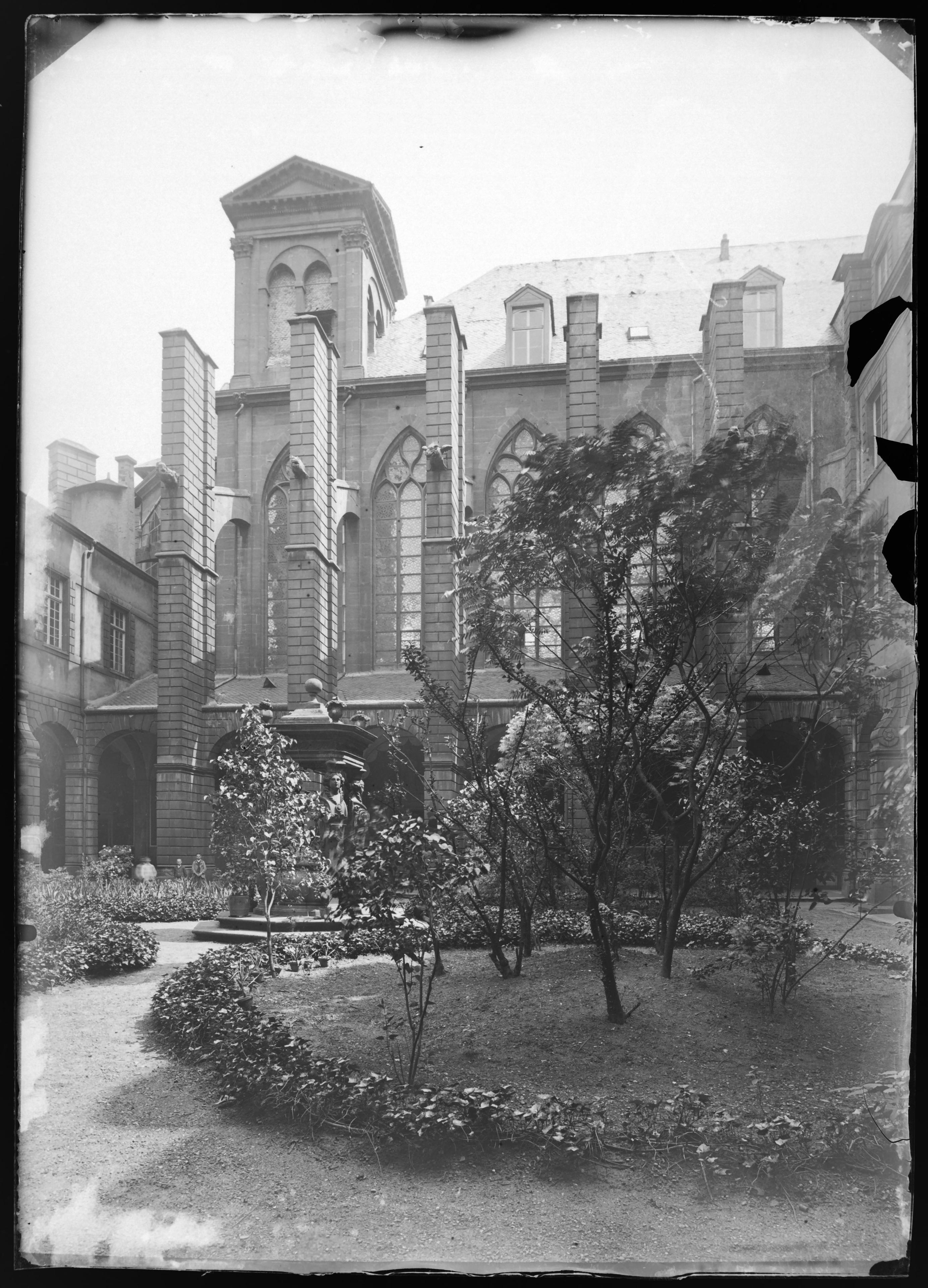 Contenu du [Église Saint-Clément dans le quartier du Pontiffroy]