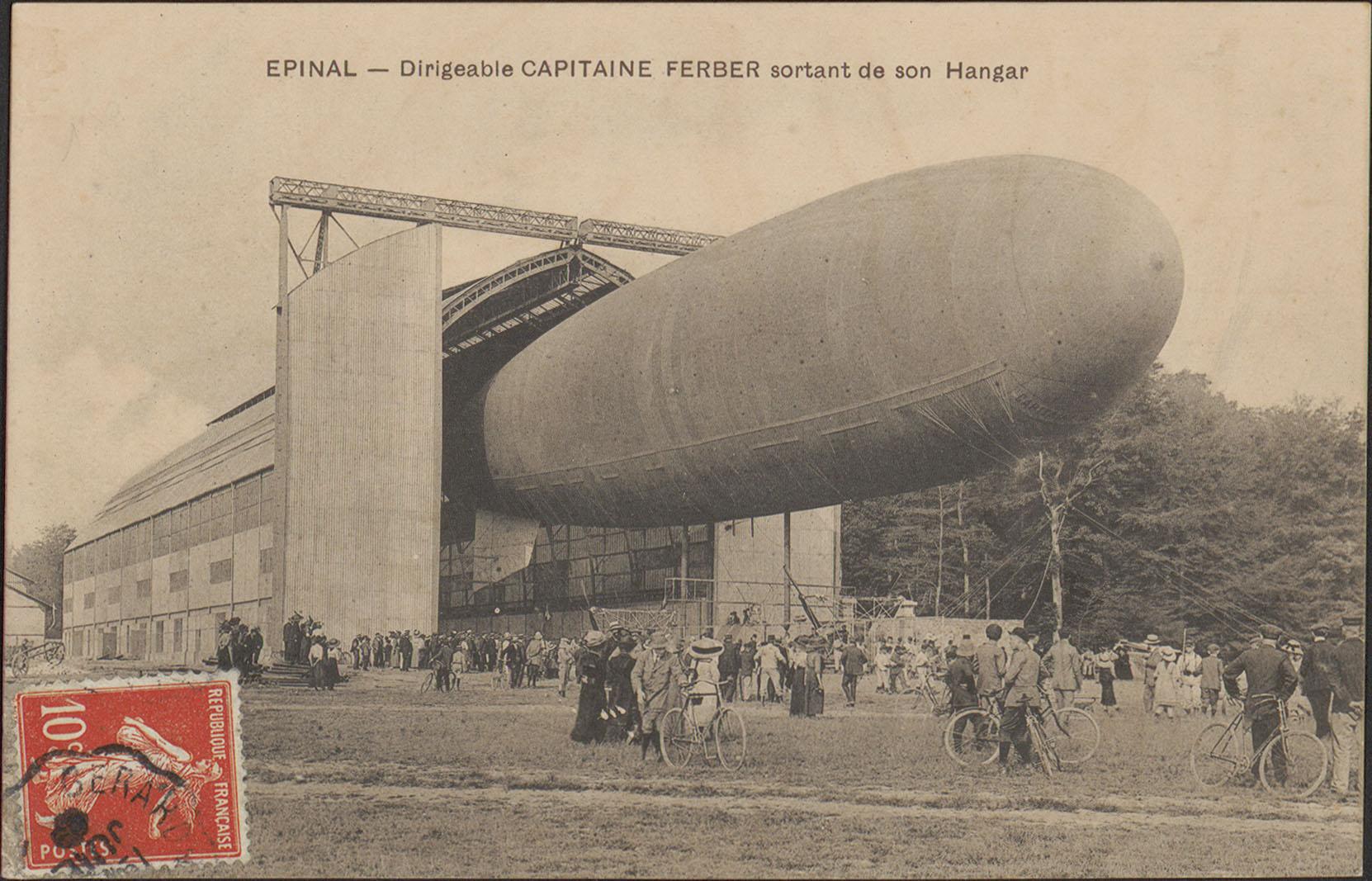 Contenu du Épinal, Dirigeable Capitaine Ferber sortant de son hangar