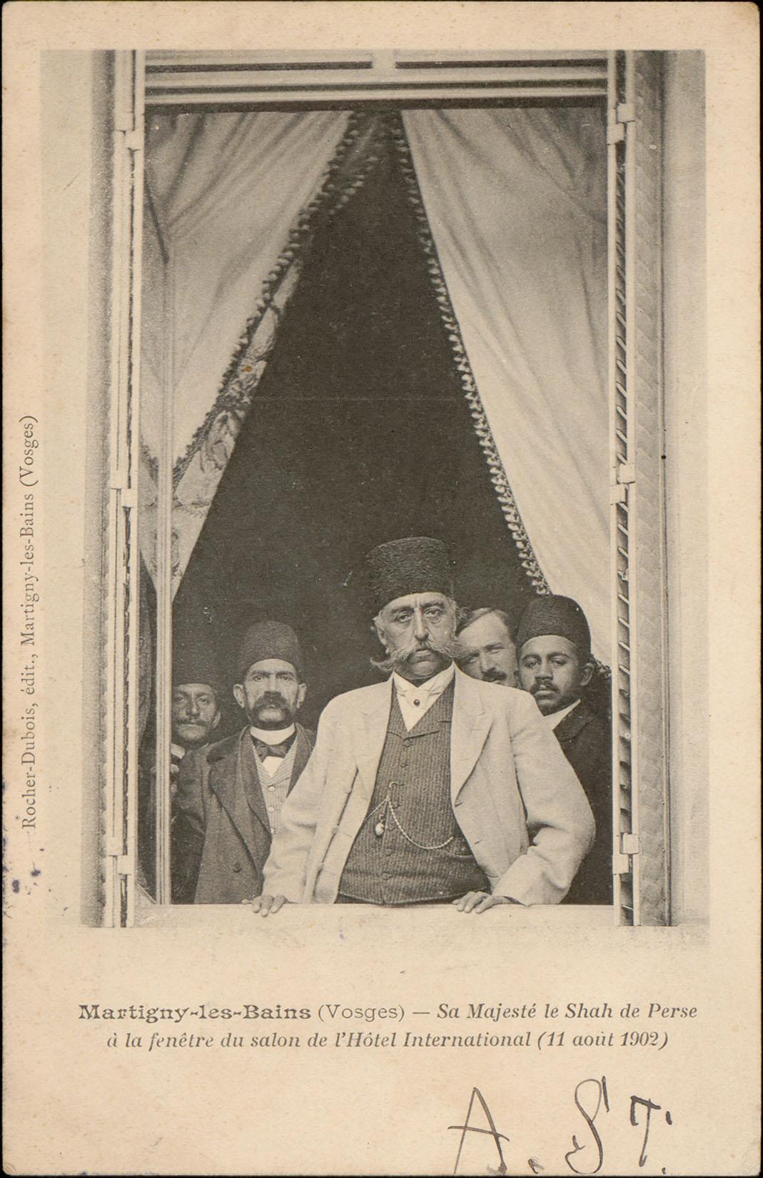 Contenu du Martigny-les-Bains (Vosges), Sa majesté le Shah de Perse à la fenêtre du salon de l'Hôtel International (11 août 1902)