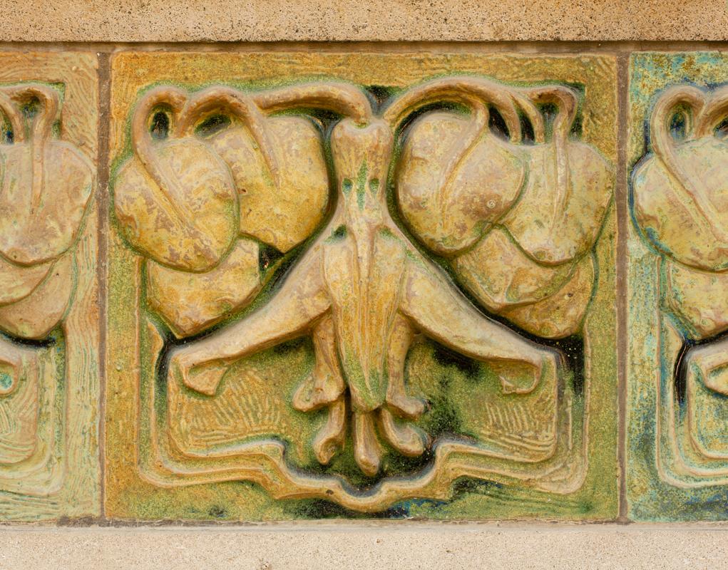 Contenu du Carreau à décor de fuchsia de la façade est de la Villa Majorelle