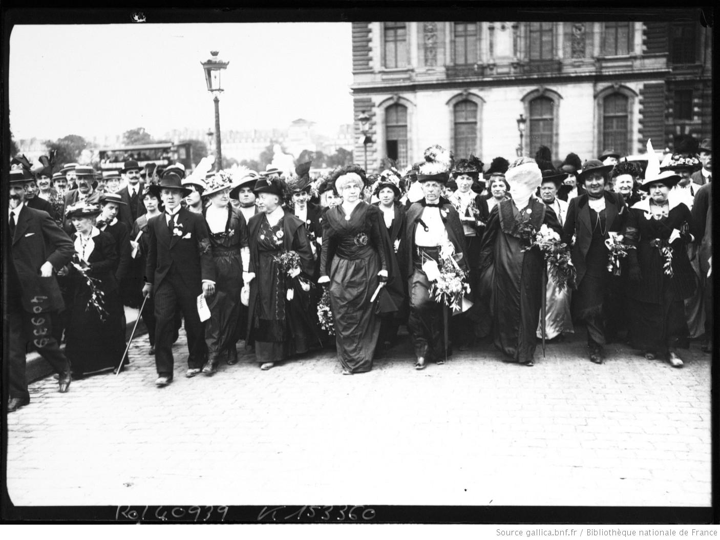 Contenu du Manifestation des suffragettes (Source: Bibliothèque Nationale de France / Gallica)