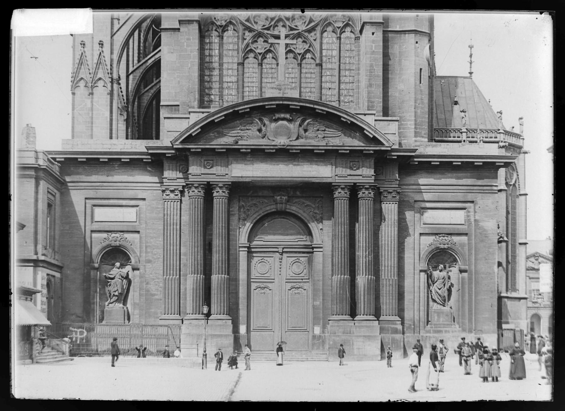 Contenu du Portail ouest, style classique par Blondel