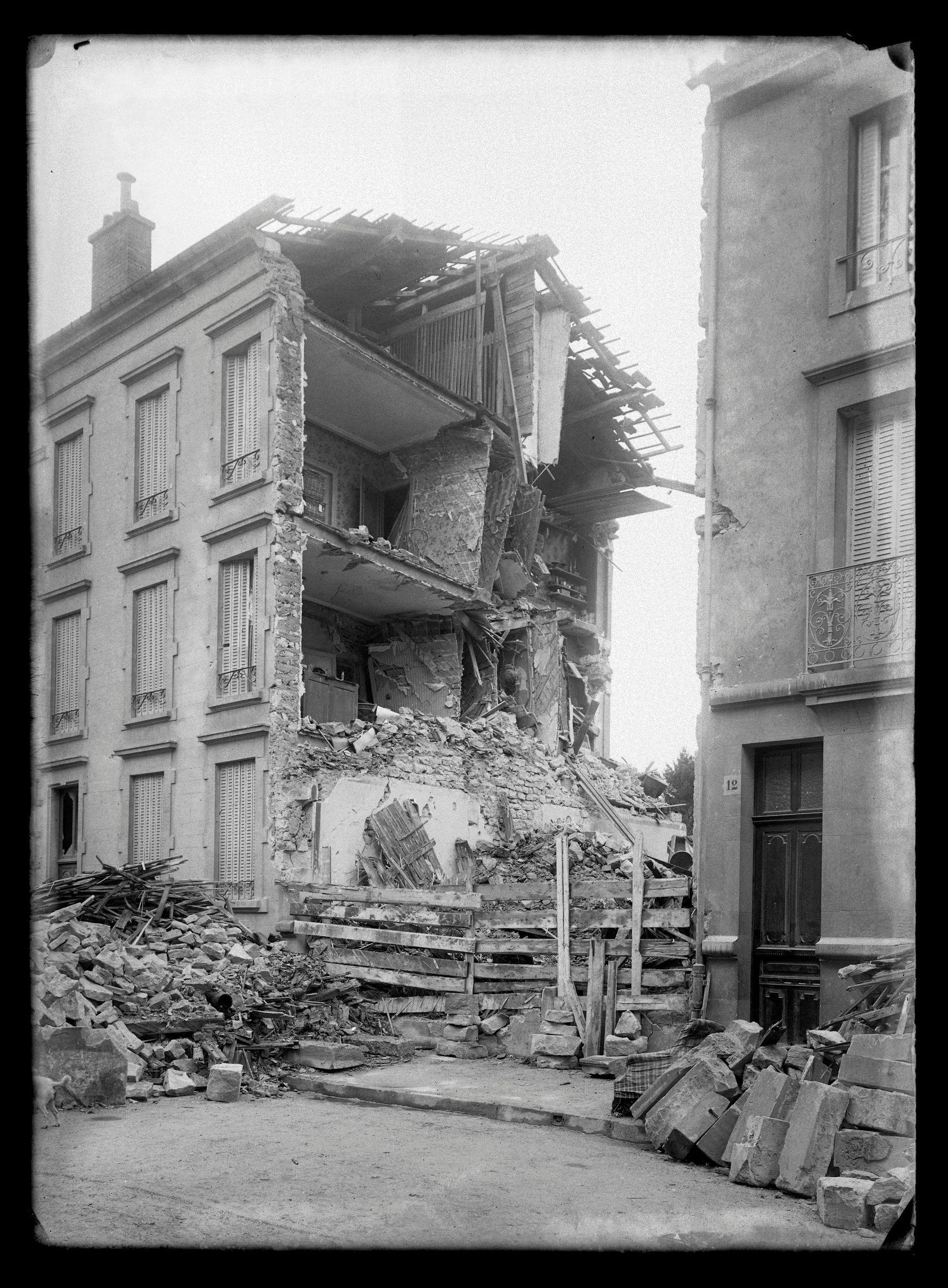 Contenu du Immeuble de la rue du Vieil-Aître détruit lors d'un bombardement en 1916