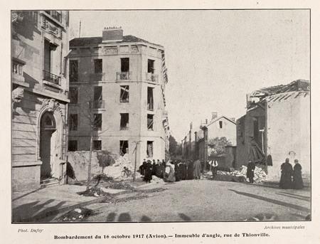 Bombardement du 16 octobre 1917 (Avion). Immeuble d'angle, rue de Thionvil…