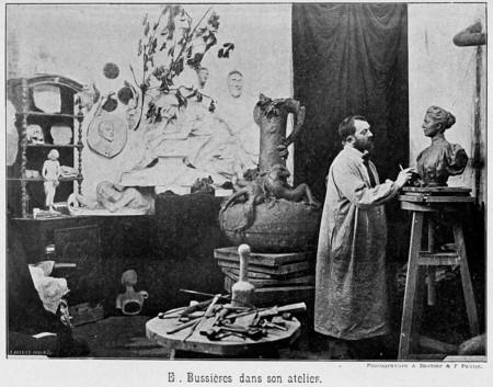 E. Bussières dans son atelier
