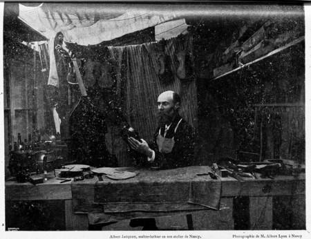 Albert Jacquot, maître-luthier en son atelier de Nancy