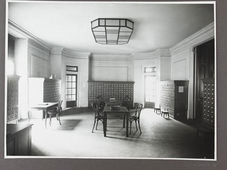 Vue de l'accueil de la bibliothèque après les travaux de refection des ann…