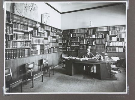 Bureau du conservateur après les travaux de réfection des années 1930