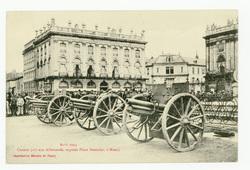 Août 1914. Canons pris aux Allemands, exposés Place Stanislas, à Nancy