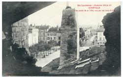 Lunéville. Une partie de la Ville, vue par un trou d'obus. En Lorraine, Gu…