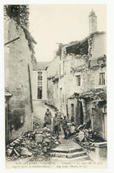 Verdun. La Rue sur les gros degres après le bombardement. Big Steps Street…