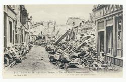 Verdun. Une rue après le bombardement. A street after the bombardment. Gue…