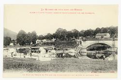Raon-l'Étape (Vosges) incendié volontairement par les Allemands. Le Pont d…