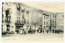 Raon-l'Étape (Vosges) incendié volontairement par les Allemands. Place du …