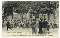 Évacuation des blessés allemands défilant place du Palais-de-Justice, le 1…