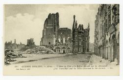 Arras. L'Hôtel de Ville et le Beffroi détruits par les Allemands. The Town…