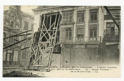 Arras. Premiers effets du bombardement, l'Epicerie Parisienne, une des pre…