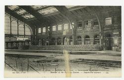 Arras. Intérieur de la Gare. Installation de défenses à créneaux. Interior…