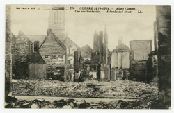Albert (Somme). Une rue bombardée. A bombarded street. Guerre 1914-1916