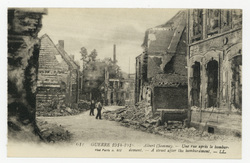 Albert (Somme). Une rue après le bombardement. A street after the bombardm…