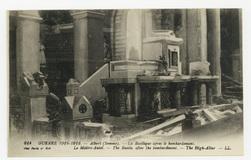 Albert (Somme). La Basilique après le bombardement. Le Maître-Autel. The B…