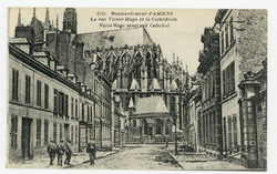 Bombardement d'Amiens. La rue Victor-Hugo et la Cathédrale. Victor-Hugo st…