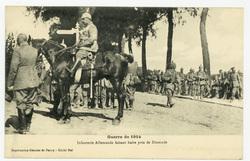 Infanterie Allemande faisant halte près de Dixmude, guerre de 1914
