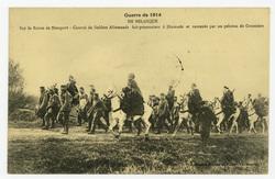 En Belgique. Sur la Route de Nieuport : convoi de Soldats Allemands fait p…