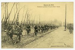 Éclaireurs cyclistes Français allant à Ypres, guerre de 1914
