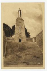 Verdun : monument à la Victoire et aux Soldats de Verdun élevé rue Mazel s…