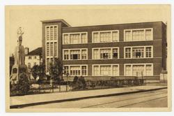 L'école de Filles et le Monument aux Morts