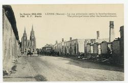 Lépine (Marne) : la Rue principale après le bombardement. The principal st…