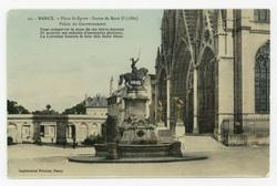 Nancy : place St-Epvre, statue de René II (1882), palais du Gouvernement. …