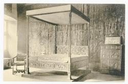Salle des Tapisseries dont les murs sont ornés de panneaux de tapisserie d…