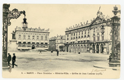 Nancy : place Stanislas, hôtel-de-Ville. Grilles de Jean Lamour (1755)