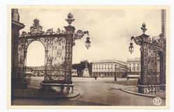 Nancy : place Stanislas, grilles Jean Lamour (côté Ouest)