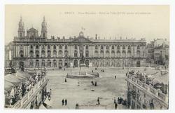 Nancy : place Stanislas, hôtel de Ville (XVIIIe siècle) et Cathédrale