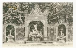 Nancy : place Stanislas, la Fontaine de Neptune, grilles de Jean Lamour