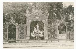 Nancy : place Stanislas, la Fontaine d'Amphitrite, grille de Jean Lamour