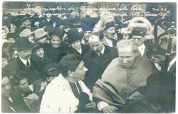 Intronisation de Monseigneur de la Celle, après la cérémonie Mgr. quitte l…