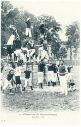 Une pyramide : concours de gymnastique