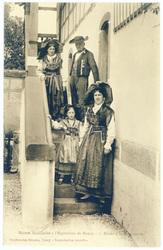 Allant à la promenade : maison alsacienne à l'exposition de Nancy